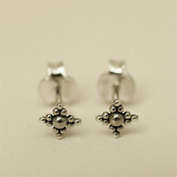 Muja Juma Earring Stud Only Dots Diamond Shape